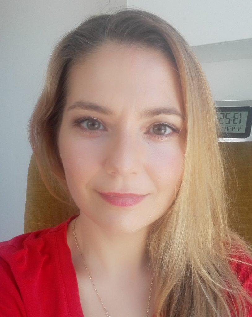 Vita & Kontakt von Eva Macarie